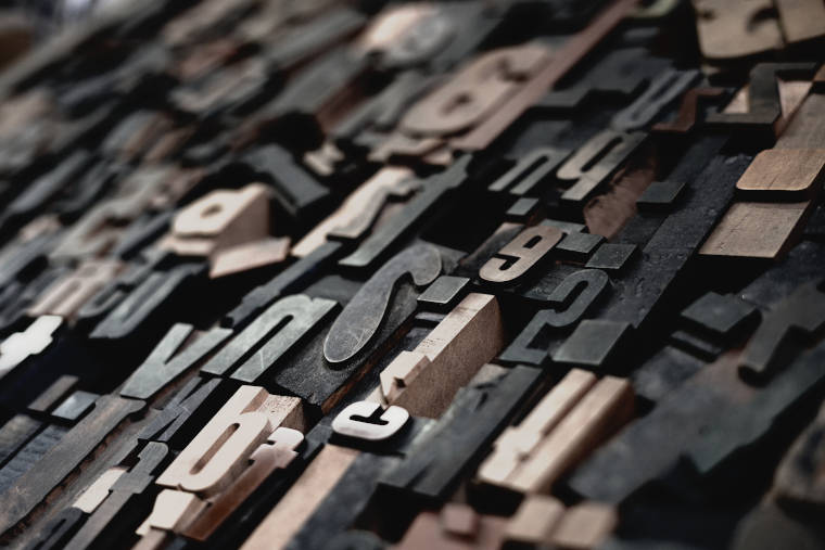 並べられたアルファベットと数字