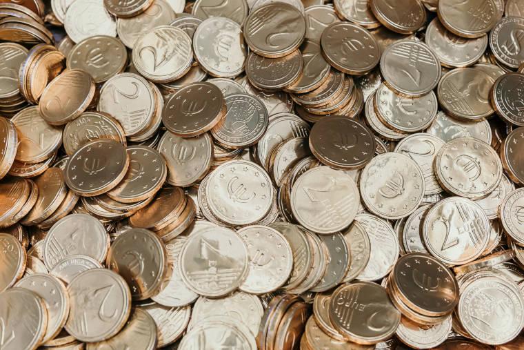 たくさんのユーロ硬貨