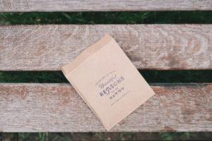 reasonと書かれた紙袋