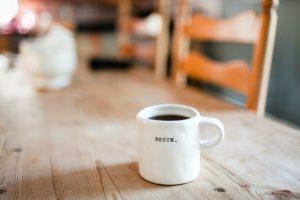 beginと書かれたコーヒーカップ